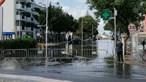Chuva forte provoca inundações em ruas e casas. Veja os vídeos
