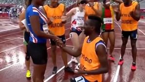 Atleta pedida em casamento no meio da pista nos Jogos Paralímpicos