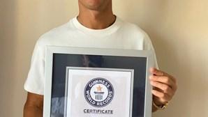 Cristiano Ronaldo distinguido pelo Guiness como o jogador que marcou mais golos pela seleção