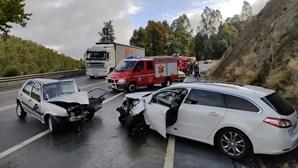 Homem ferido com gravidade em colisão frontal entre dois carros na EN224 em Oliveira de Azeméis