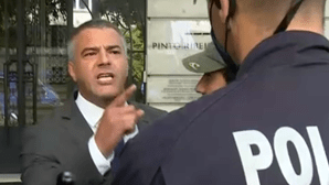 """""""Não se atrevam a tocar-me"""": Juiz negacionista com capangas desafia polícia à porta do Conselho de Magistratura"""