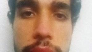 Universitário que matou pai para salvar mãe e irmã foi agredido antes de cometer crime