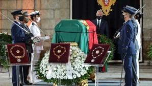 Figuras da política lembram legado de Jorge Sampaio em dia de homenagem