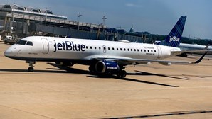 Mulher lança falso alerta de bomba para apanhar avião