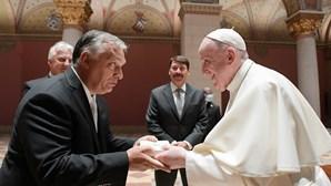 Papa deixa mensagem de abertura aos refugiados na Hungria