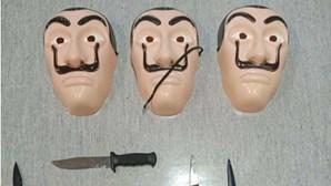 Trio usa máscaras de 'La Casa de Papel' para roubar estação dos CTT no Seixal