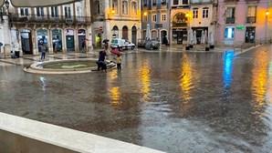 Tempestade com chuva forte e cheias rápidas deixa Portugal em alerta
