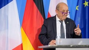 Paris e Wellington criticam acordo de defesa entre EUA, Reino Unido e Austrália
