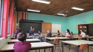 Escolas com mais de mil professores em falta na segunda semana de aulas, alerta Fenprof