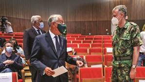 Máscaras devem continuar obrigatórias em lares e transportes, defendem peritos