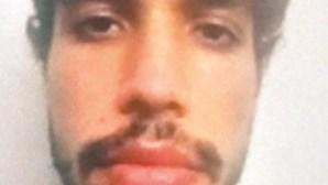 Filho que matou o pai à facada em Algés dedica mestrado à mãe