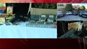 Droga, dinheiro, armas e uma mota de água: GNR detém 12 pessoas em megaoperação