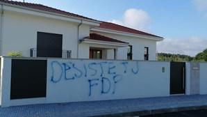Muro de casa de candidato à junta de S. João de Vêr vandalizado