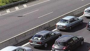 Choque entre dois carros em Sintra faz um ferido e corta IC19 uma hora