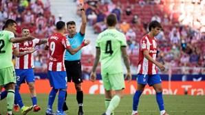 """João Félix chama """"louco"""" a árbitro e é expulso do jogo contra o At. Bilbao"""