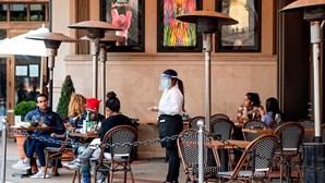 Restaurantes do Reino Unido proibidos de ficar com as gorjetas dos trabalhadores