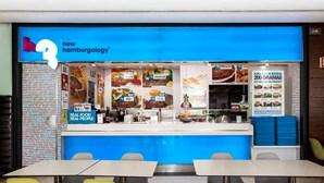 Refugiado sírio garante mestrado pela Coimbra Business School com estudo sobre venda de hambúrgueres no Dubai