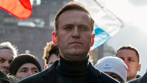 "Alexei Navalny acusa Apple e Google de serem ""cúmplices"" de Putin"