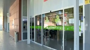 Três homens armados assaltam supermercado e agridem segurança em Famalicão