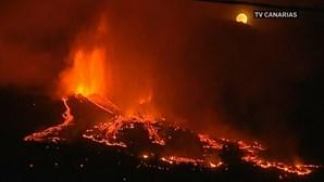 Imagens impressionantes mostram vulcão em erupção nas Canárias. Veja em direto