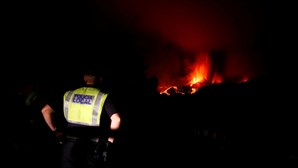 Autoridades preveem retirada de cinco a dez mil pessoas das zonas mais expostas à erupção do vulcão nas Canárias
