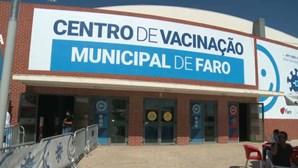 Baixa afluência de jovens ao centro de vacinação de Faro