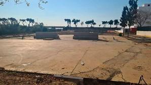 Empreiteiro deixa obra inacabada em Olhão