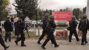 Atirador mata seis pessoas em universidade na Rússia