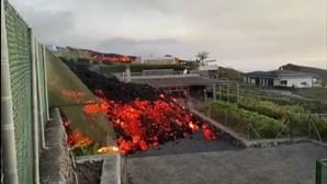 Lava de vulcão já destruiu mais de uma centena de casas em La Palma, Canárias