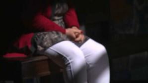Predador usa Internet para conseguir fotos e vídeos íntimos de menina de 14 anos