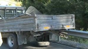 Dois feridos em colisão entre duas carrinhas na A41 em Espinho