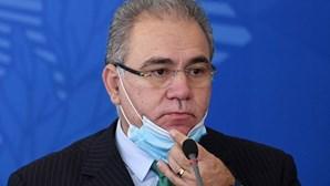 Brasileiros manifestam-se em Lisboa contra presença em conferência de ministro da Saúde do Brasil