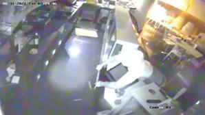 Assalto a pastelaria em Buarcos filmado pelas câmaras de videovigilância. PJ investiga