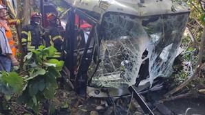 Crianças entre os 13 feridos em queda de autocarro em ribeira de Loures