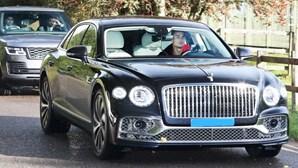 Ronaldo chega ao treino do Manchester United num Bentley avaliado em mais de 290 mil euros