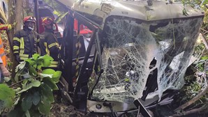 Autocarro descontrolado fere treze passageiros em Loures