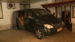 PJ apanha embarcação a sul de Portugal com 59 fardos de haxixe. Três homens detidos