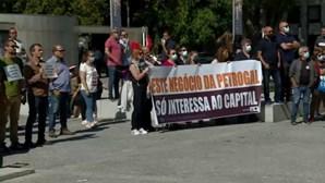 Trabalhadores manifestam-se contra encerramento das instalações da Galp em Matosinhos