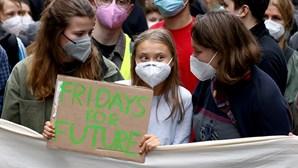 Greve climática leva milhares às ruas em várias cidades europeias