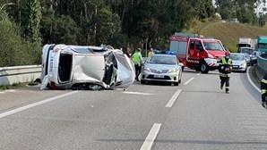 Um ferido grave em despiste do carro na A29, em Gaia