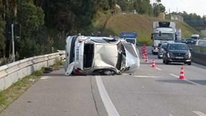 Um ferido grave em despiste de carro na A29, em Gaia