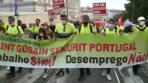 Trabalhadores da Saint-Gobain protestaram hoje em S. Bento contra despedimentos