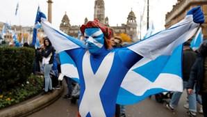 Milhares de pessoas participam na capital escocesa em grande marcha independentista