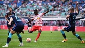 Leipzig goleia e Bayer Leverkusen sobe ao segundo lugar da Bundesliga
