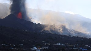 Mais localidades evacuadas em La Palma devido à erupção do vulcão Cumbre Vieja