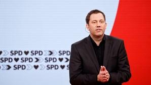 Sociais-democratas reclamam vitória nas eleições alemãs perante mínimo histórico dos conservadores