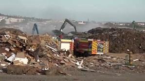Incêndio na Tratolixo em São Domingos de Rana combatido por 75 operacionais