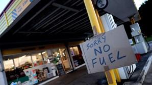 """Automobilistas em """"pânico"""" estão a secar postos de combustível no Reino Unido"""
