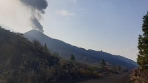 Vulcão em La Palma retoma atividade e volta a expelir lava
