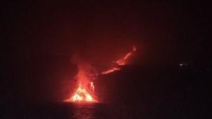 Lava do vulcão de La Palma já chegou ao oceano Atlântico. Veja as imagens